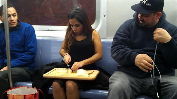 chopping-onions-on-the-subway