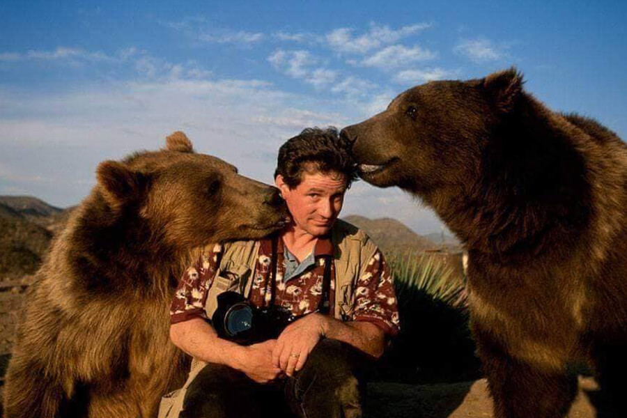 friendly bears with nature photographer