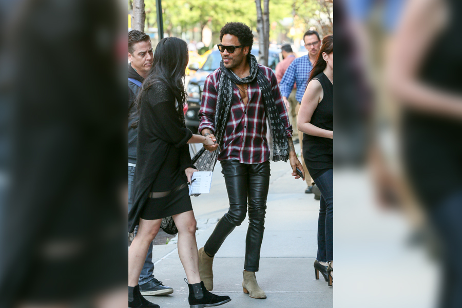 lenny kravitz in a scarf and skinny jeans