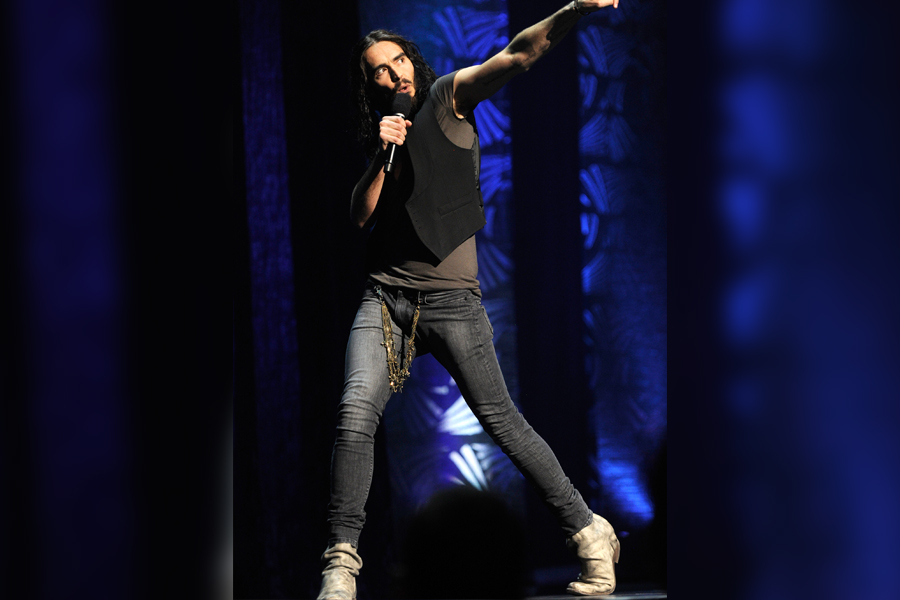 russell brand in skinny jeans and heeled booties