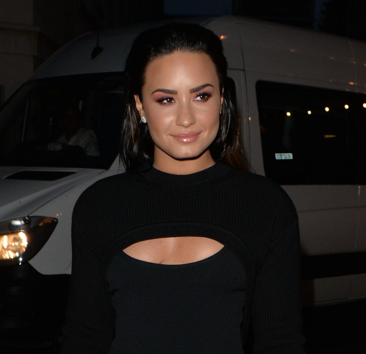 Demi Lovato has a square face