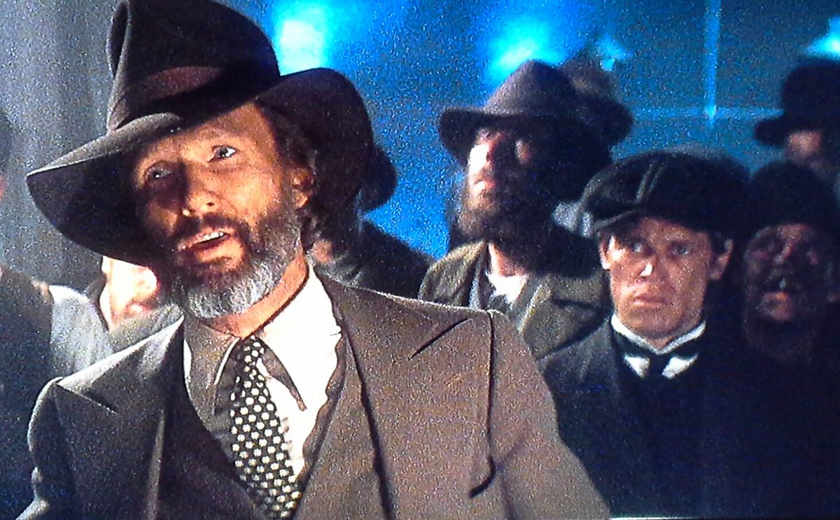 willem dafoe as an extra in the background
