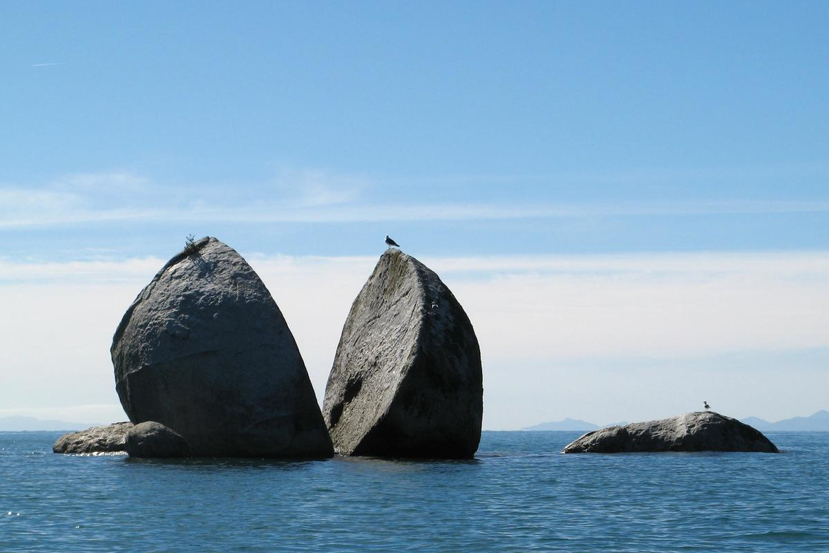 new zealand rock naturally in half