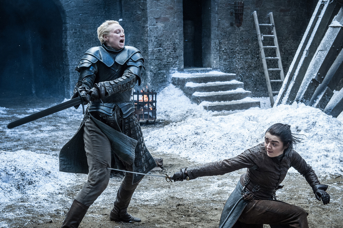 arya practicing dagger move with brienne