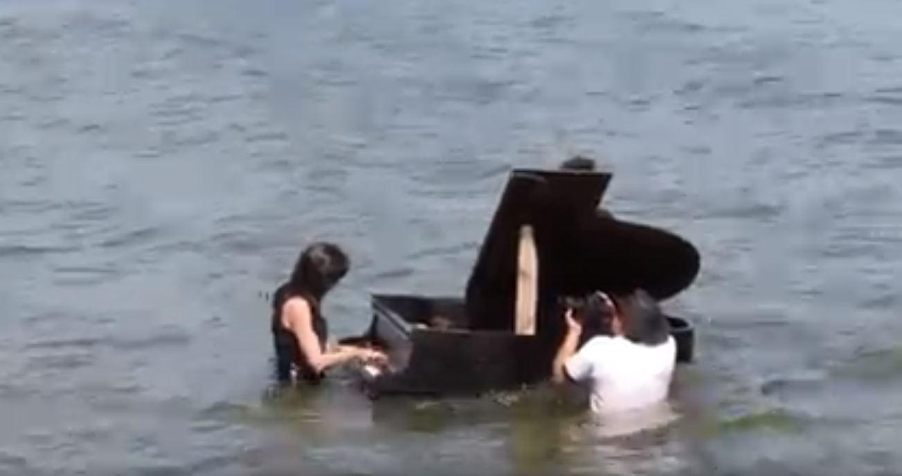 piano-water