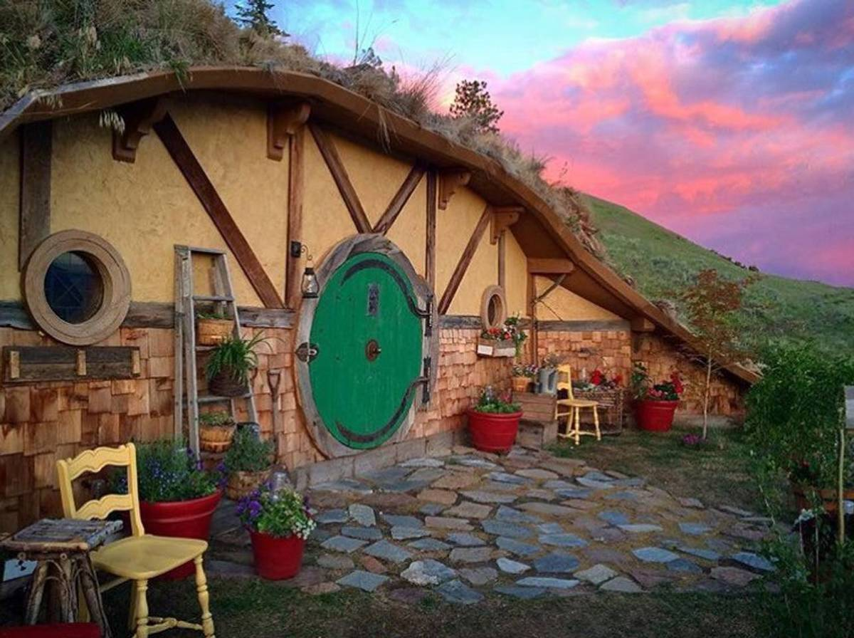 hobbit house airbnb in orondo washington