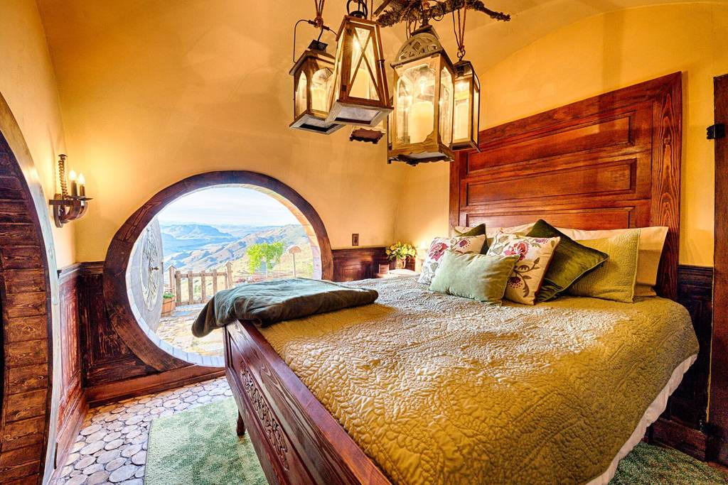 hobbit house airbnb in orondo washington 2