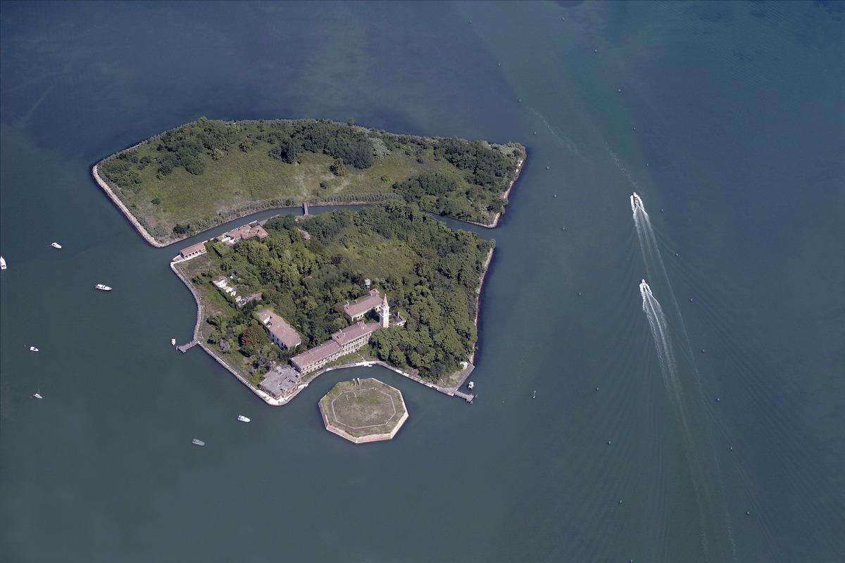 secret places italy poveglia island