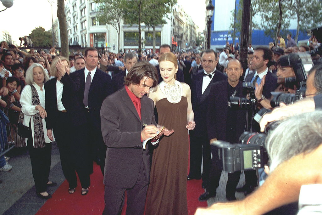cruise and kidman sign autographs on the red carpet