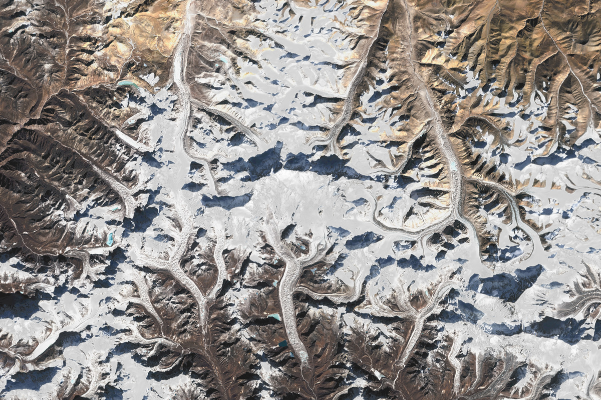This is an enhanced overhead map of Mount Everest