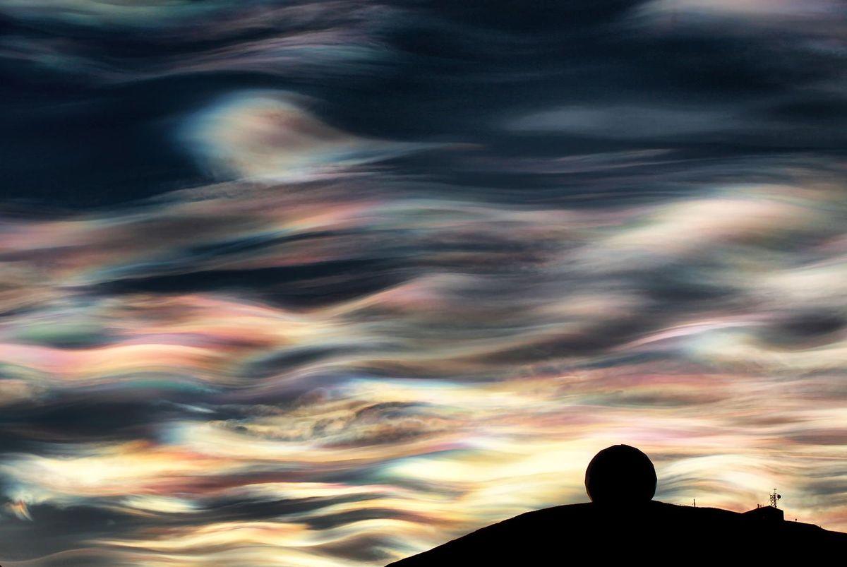Antarctic nacreous clouds
