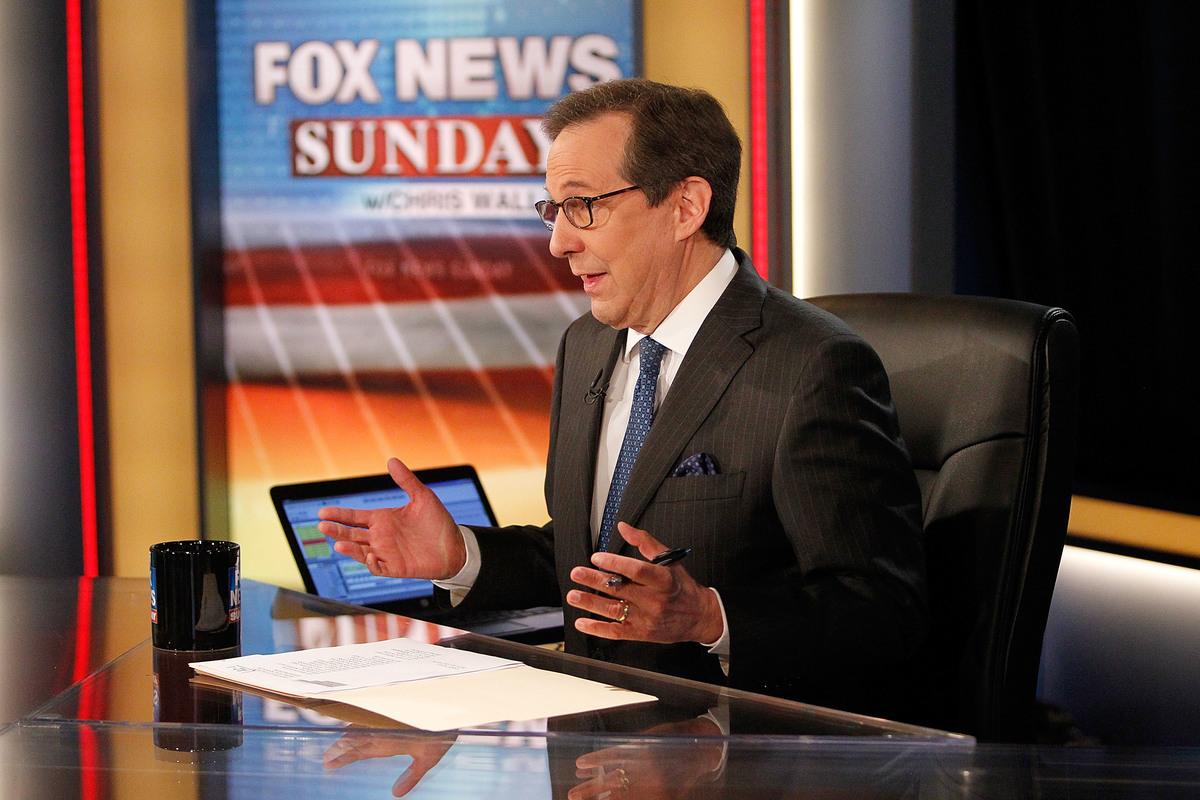 Chris Wallace awaiting the arrival of former Vice President Al Gore on the set of
