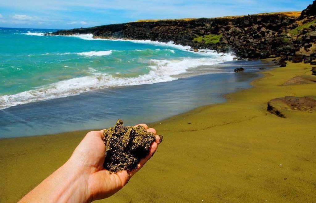 Papakolea beach, the Green Sand Beach of Hawaii