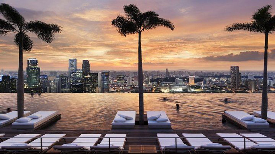 singapore infinity pool at marina bay sands hotel