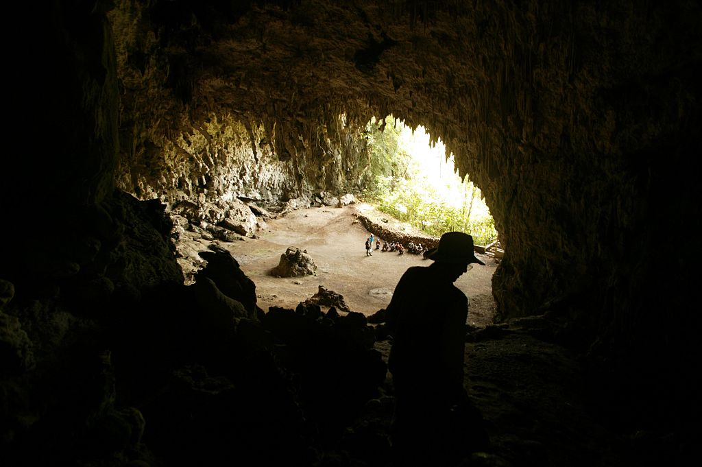 Archaeologist Douglas Hobbs surveys the cave at Liang Bua where the 'hobbit' remains were discovered-539555467