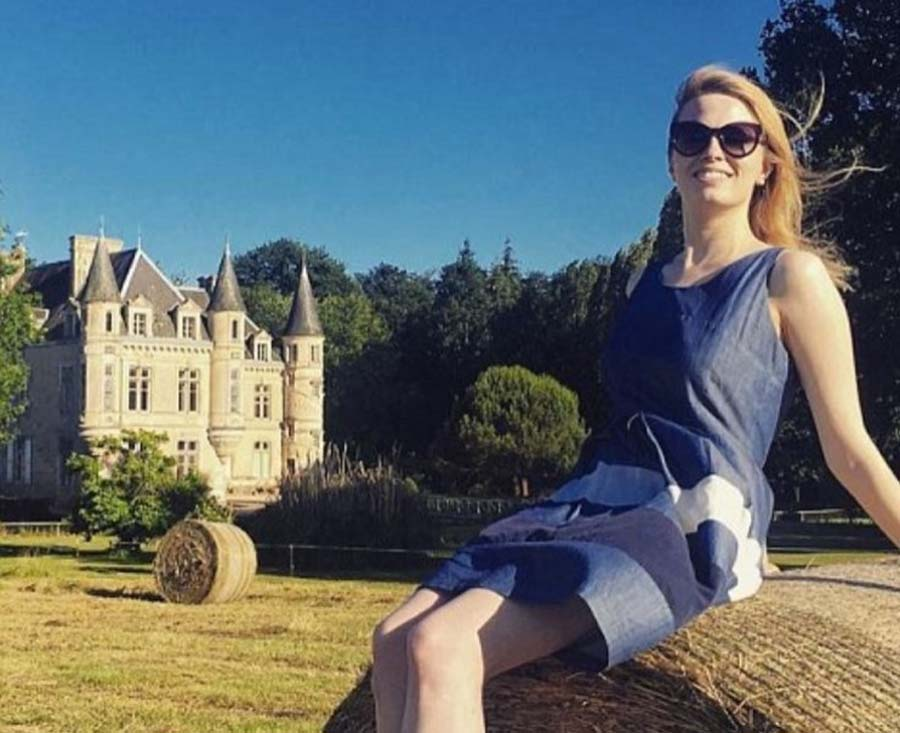 Erin in front of the Chateau de Bourneau