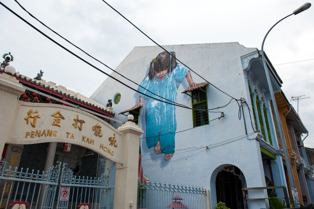 Ernest Zacharevic girl hanging onto building