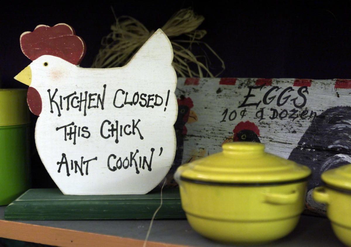 istressed furniture, birdhouses and other country items for the kitchen