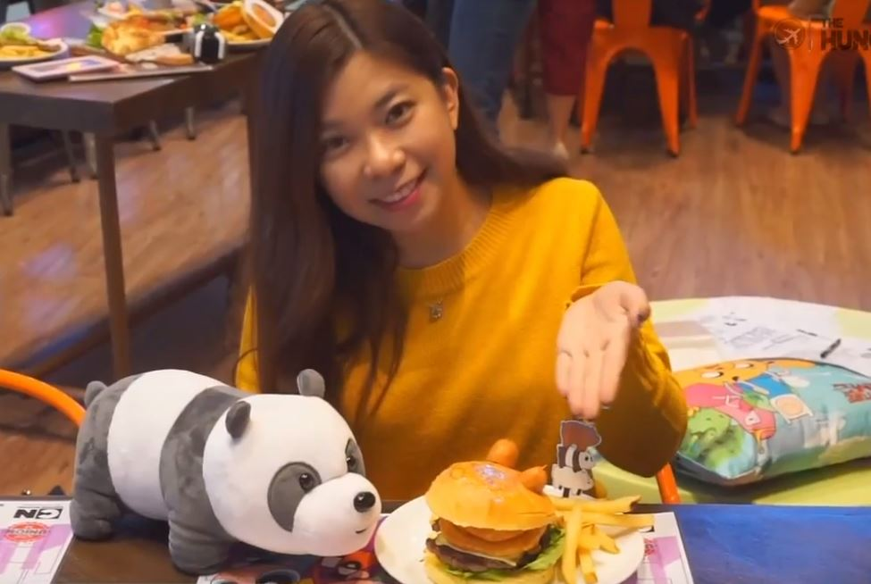 Customer with We Bare Bears burger at Cartoon Network Cafe