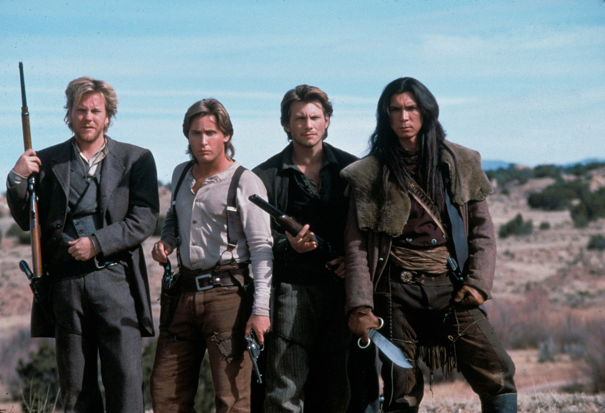 emilio estevez with the cast of young guns