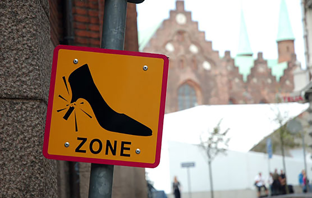 Broken shoe sign