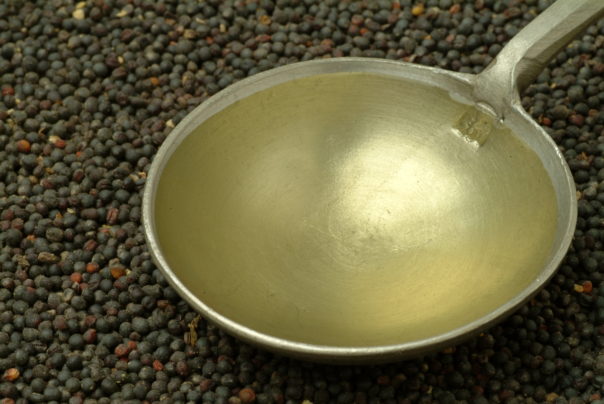 Pan of Mustard Oil, Oil Made Of Brassica Rapa