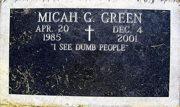 """A headstone reads """"I see dumb people"""""""