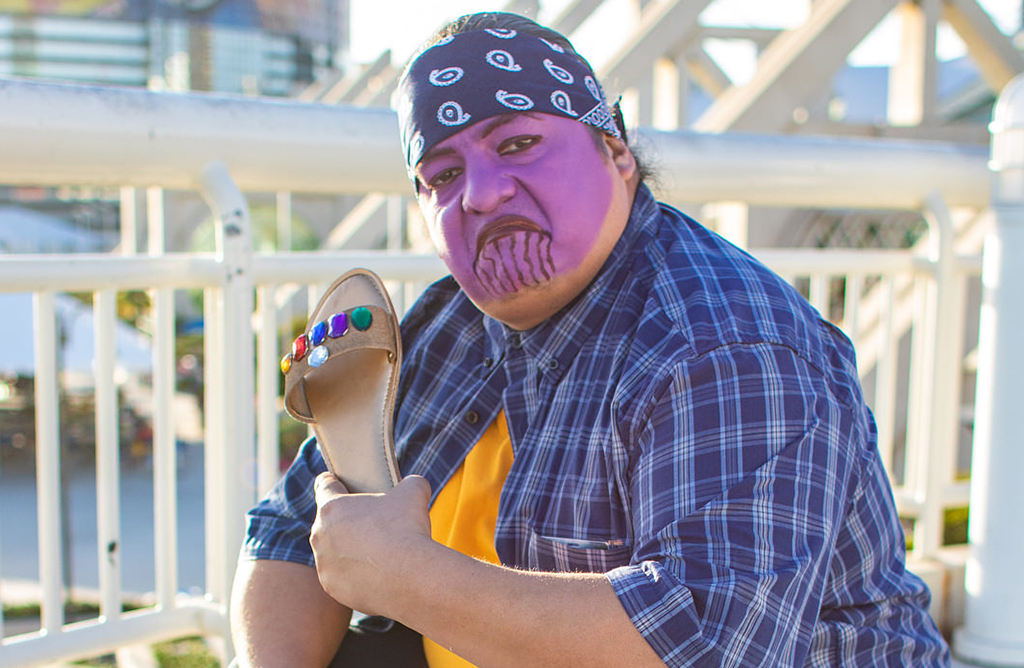 Man dressed like Thanos but in street clothing