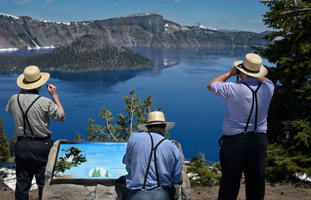 mysterious crater lake in oregon