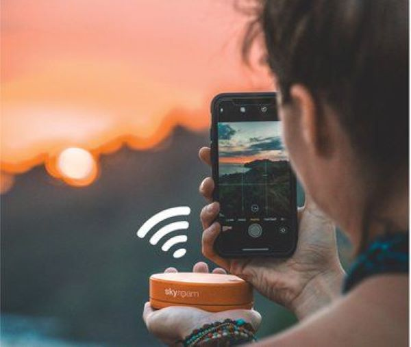 Skyroam Solis Global WiFi Hotspot and Power Bank
