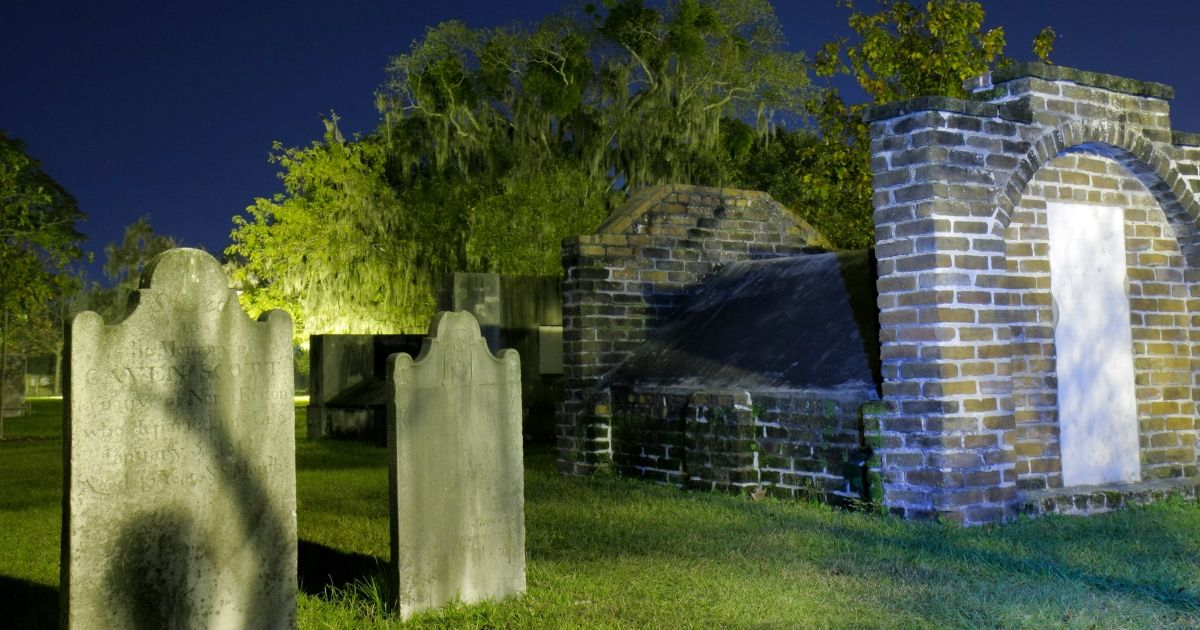 Located in dowtown Savannah, GeorgiaColonial Park Cemetery at night