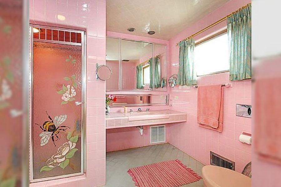 all-pink bathroom