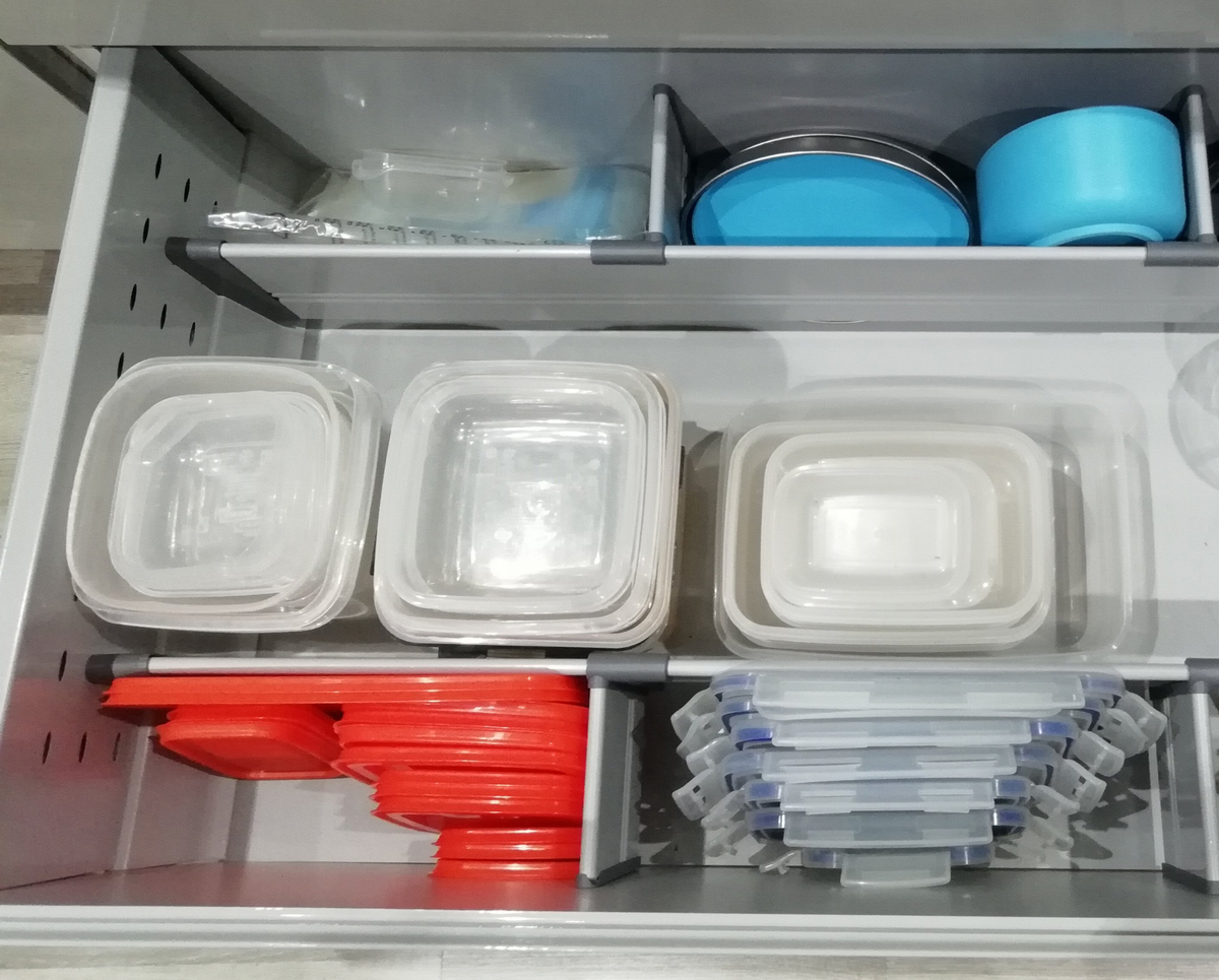 Lids are sorted near the appropriate tupperware in a drawer.