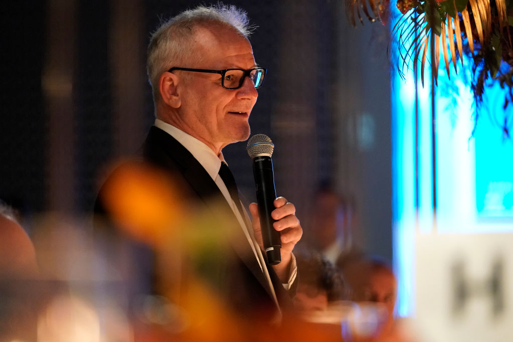 A man gives a speech during dinner.