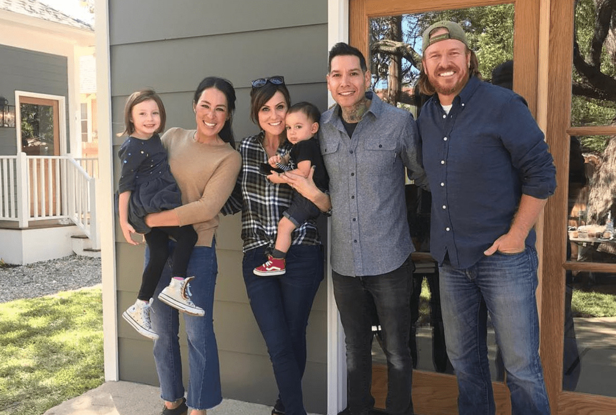 Joanna and Chip Gaines pose with Mike Herrera and his family on 'Fixer Upper.'