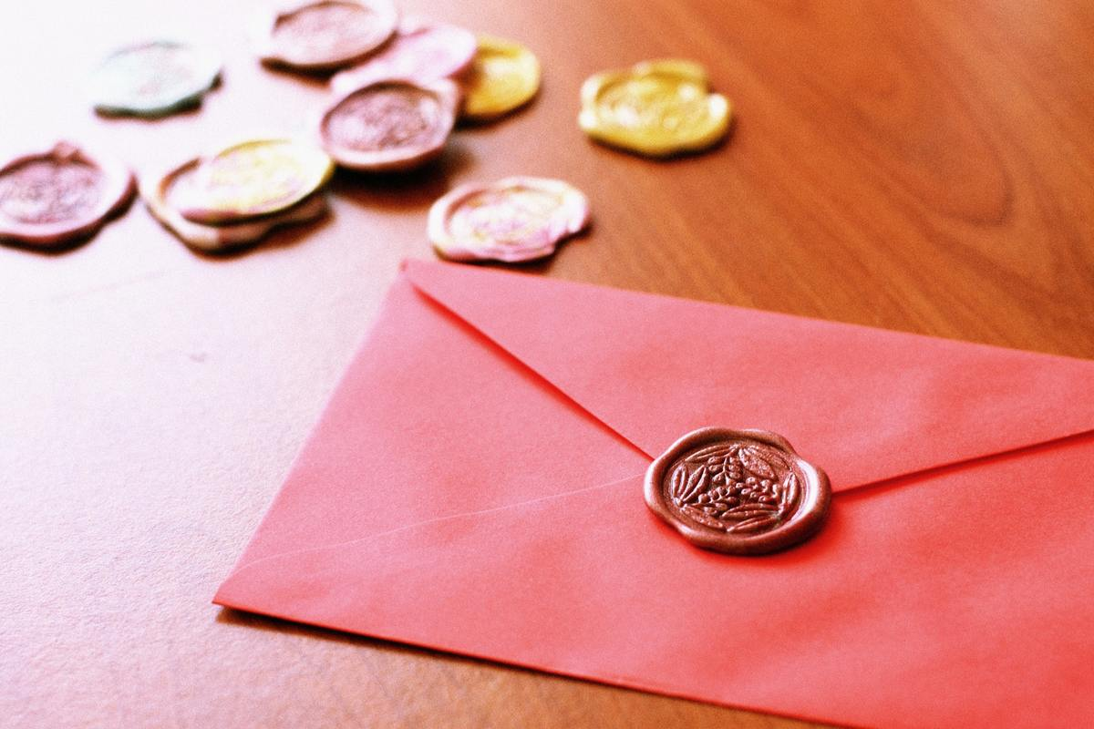A red envelope is sealed with a wax design.