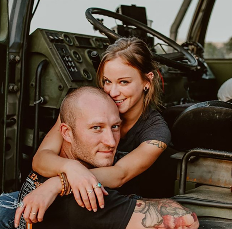 military-truck-couple