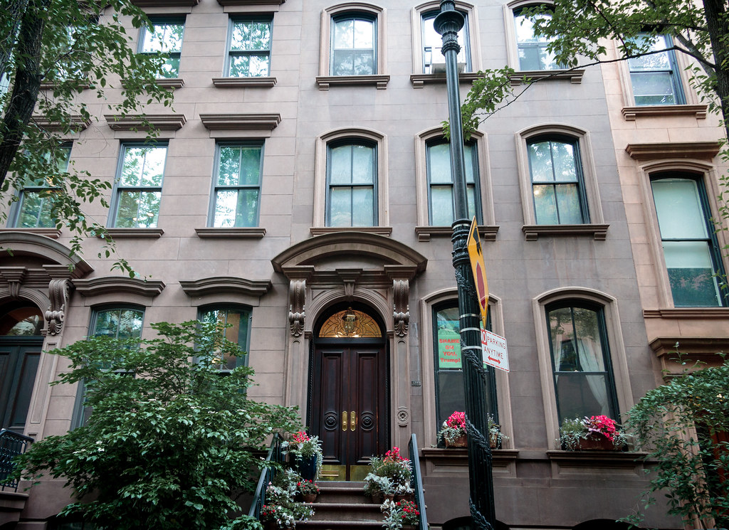 Carrie Bradshaw's Sex And The City Apartment Is A Bit Pricey