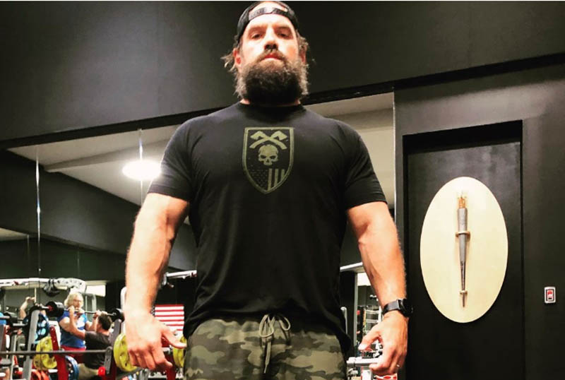 ethan suplee at the gym posing
