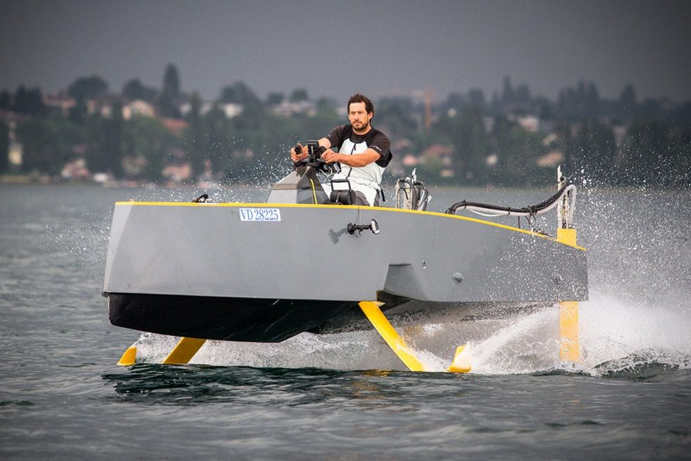 Hydros HY-X Allows For Two Boating Experiences