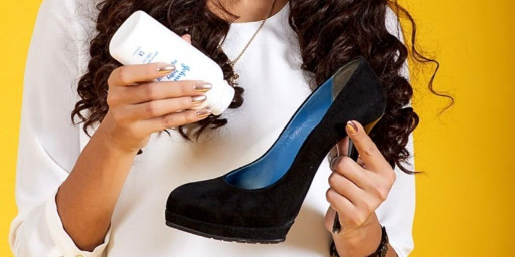 applying-baby-powder-to-shoes-