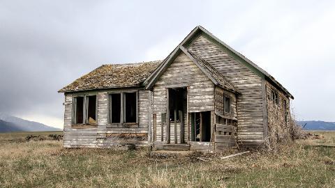 old-farm-house-2096647_1920