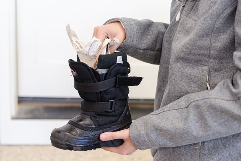 stuffing-newspaper-into-wet-boots