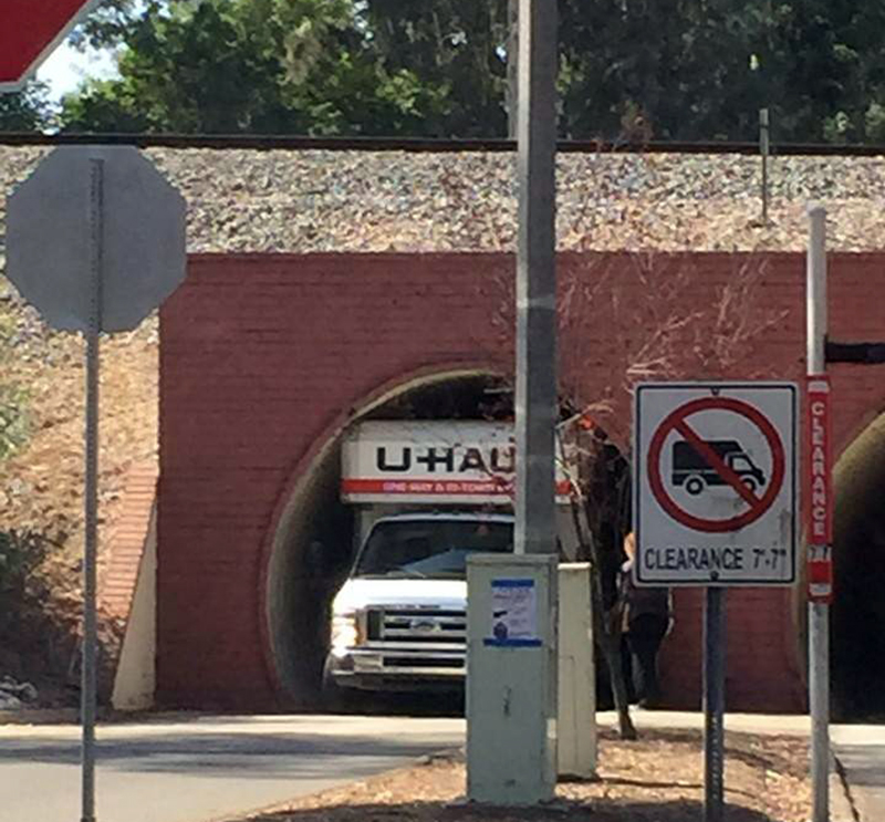 uhaul-stuck-in-tunnel