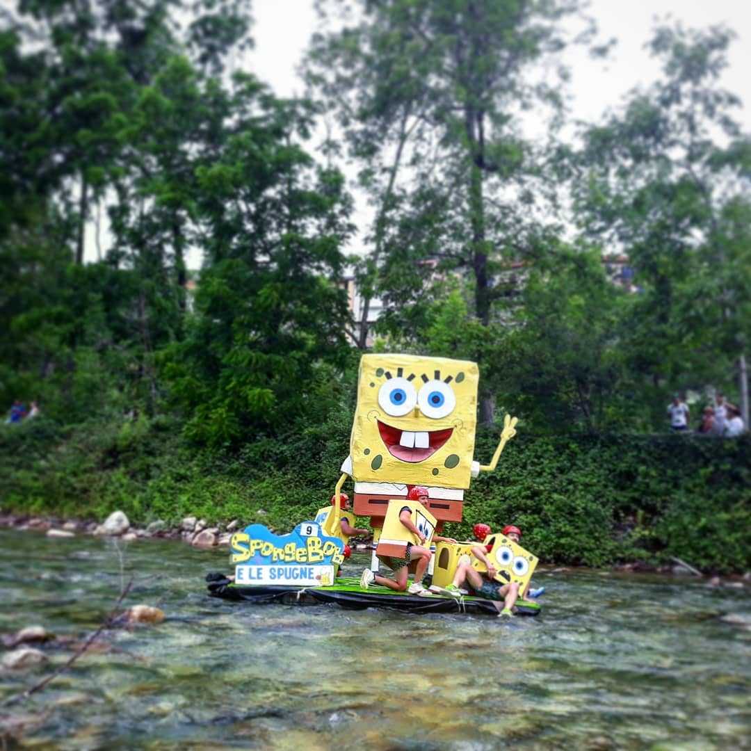 a boat with spongebob