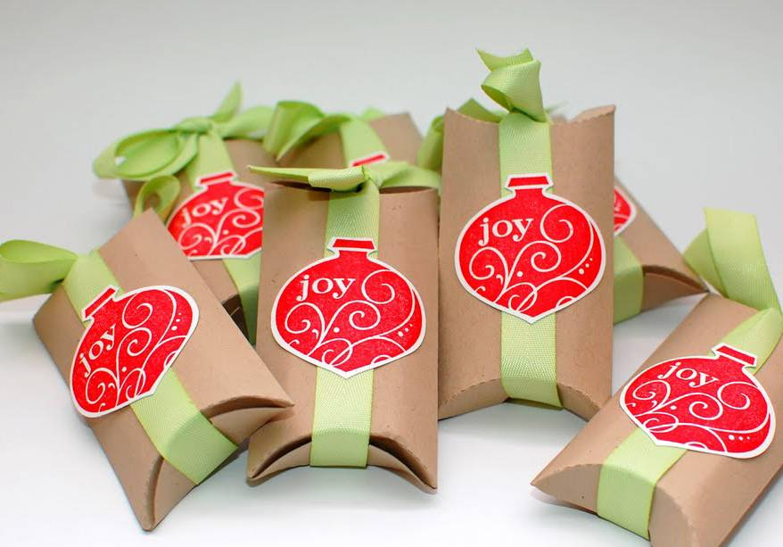 Toilet paper rolls are transformed into gift boxes.