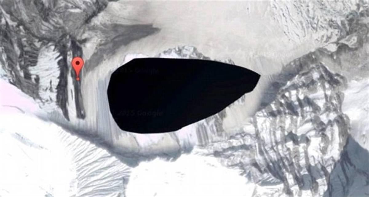 Kangtega Mountain is blacked out on Google Maps.
