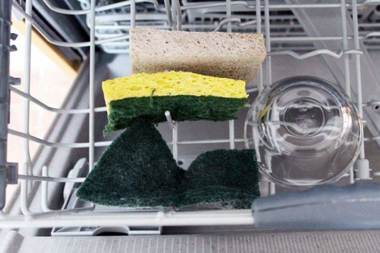 Wash Away The Funk Smell From Your Kitchen Sponge