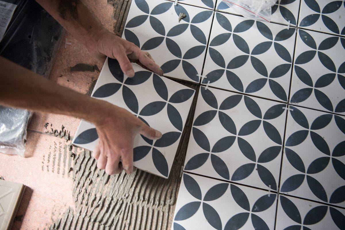 Ambitious DIYers Can Try Installing Stone Tiles