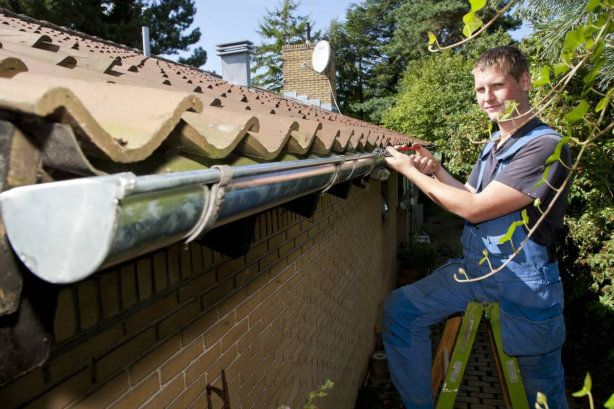Professionals Should Install Gutters